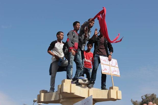 « Laissez-nous faire ! », demandent cinq ans après les jeunes de la révolution tunisienne.